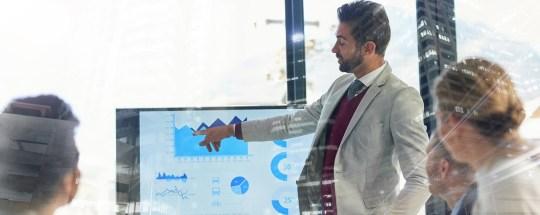 Marketing disruption 4/7: Cross-industry benchmarking model to measure social media intelligence maturity