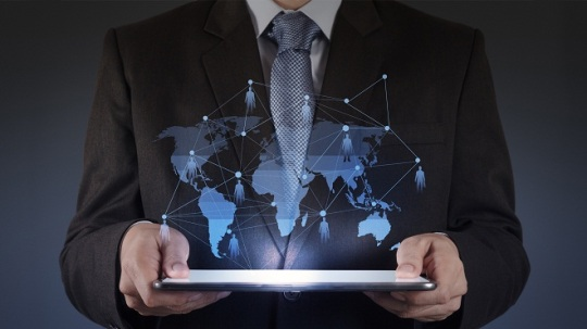 Distributed Smart Services: On-site Support that Creates IT Supporters