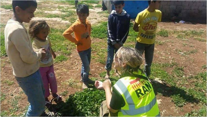 RAN volunteers talking with refugee children