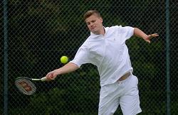 Lewis Barnes  - Playing tenis